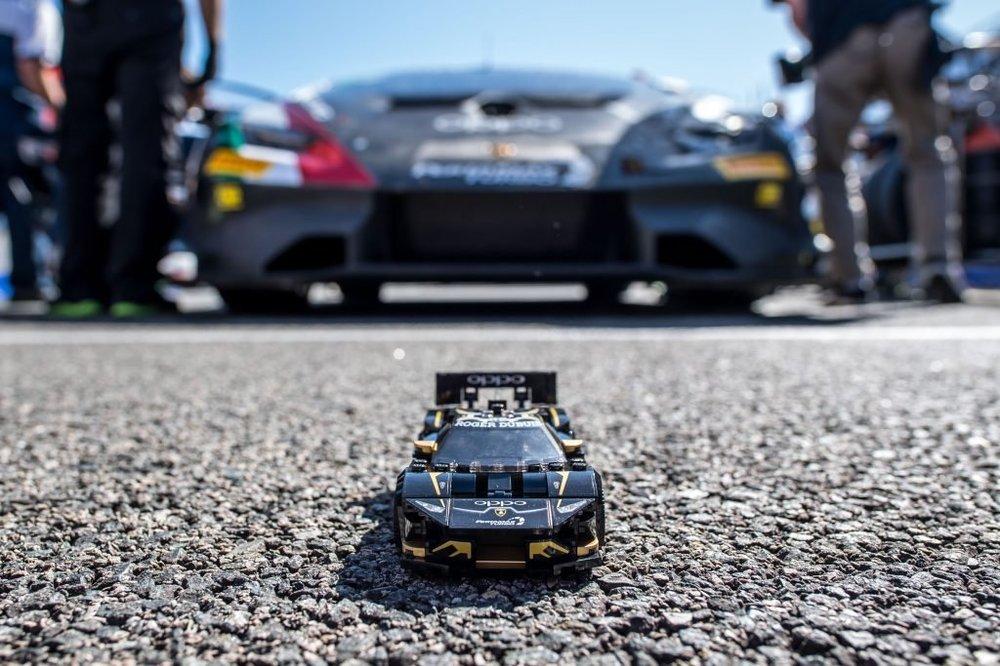 Lamborghini-Lego-Huracan-Super-Trofeo-Evo-1-1024x683.thumb.jpg.579c88508cee021882bf3ec8564b780f.jpg