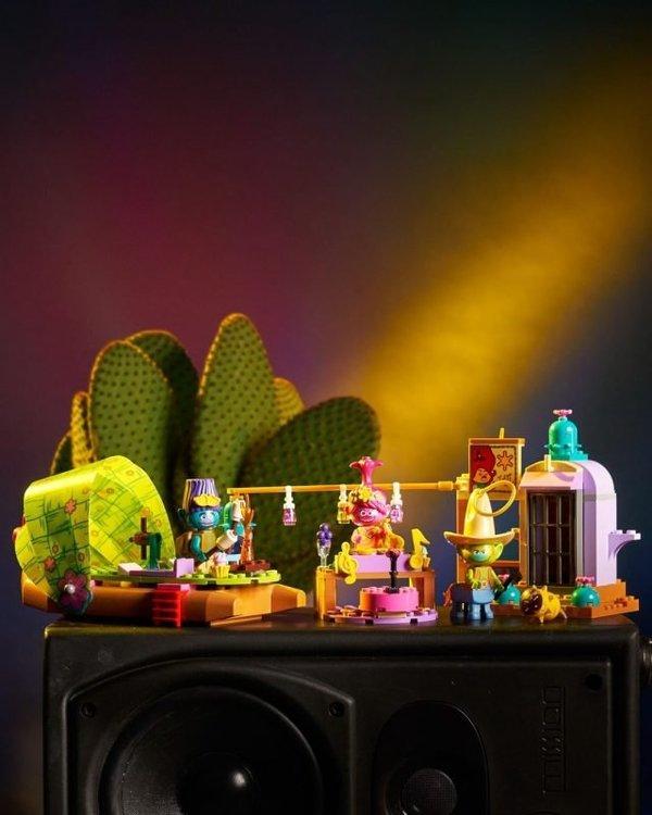 LEGO-Trolls-World-Tour-41250-Lonesome-Flats-Raft-Adventure-2-640x800.jpg