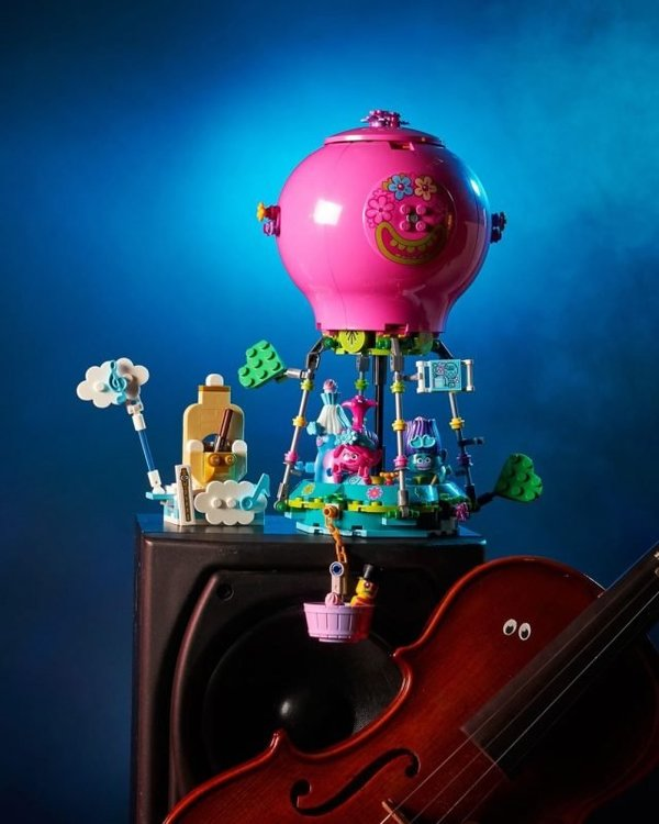LEGO-Trolls-World-Tour-41252-Poppys-Air-Balloon-Adventure-2-640x800.jpg