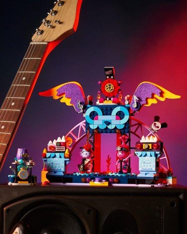LEGO-Trolls-World-Tour-41254-Volcano-Rock-City-2-640x800.jpg