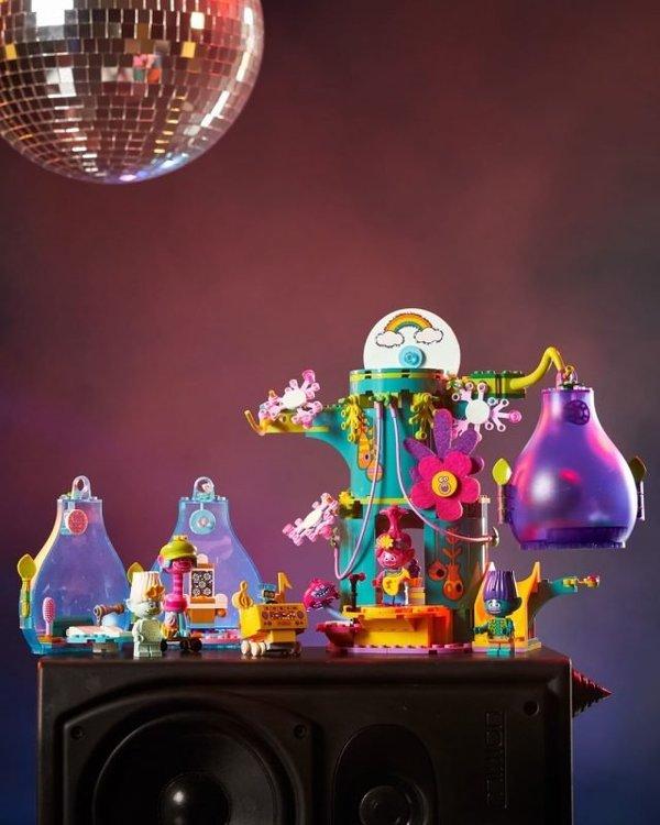LEGO-Trolls-World-Tour-41255-Pop-Village-Celebration-2-640x800.jpg