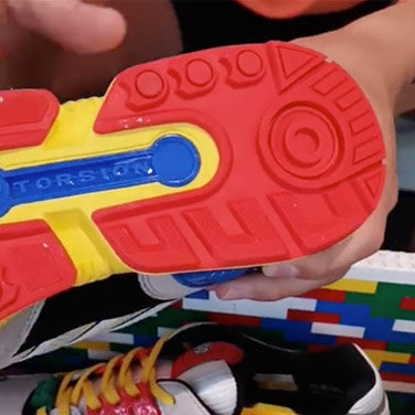 Adidas-LEGO-Collaboration-Sneaker-5.jpg.bfb8baa106262de421a5384df7dd1754.jpg