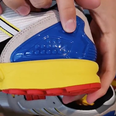 Adidas-LEGO-Collaboration-Sneaker-6.jpg.2c3e58813be895ecc4eec03ec250166f.jpg